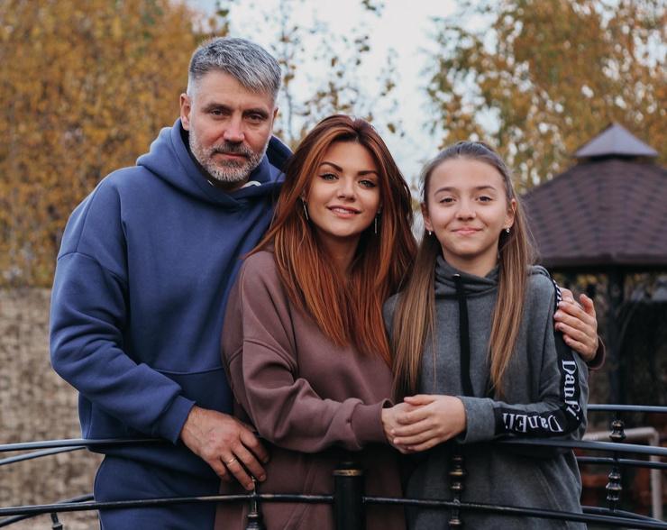 Леся Ярославская с мужем Андреем и дочкой Лизой