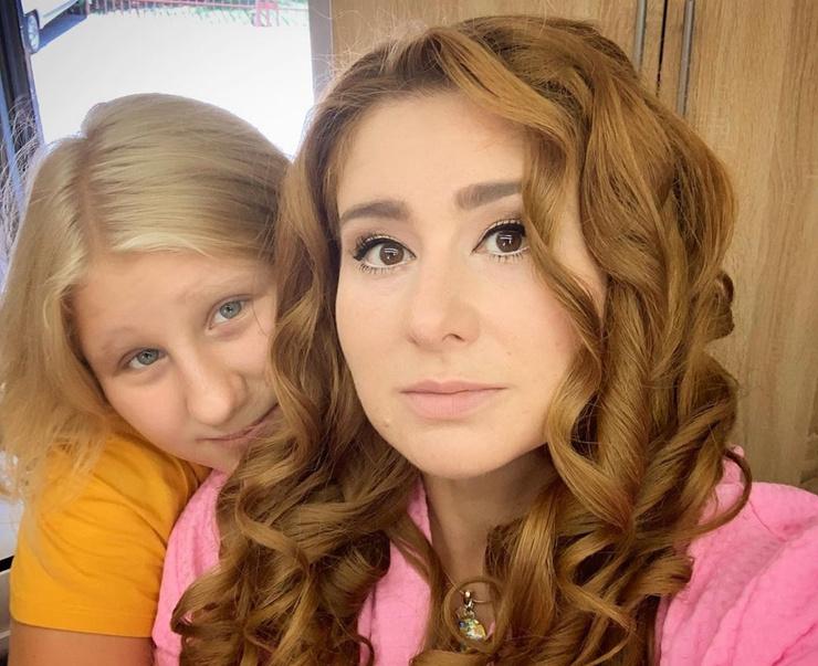 Актриса учит дочь экономить