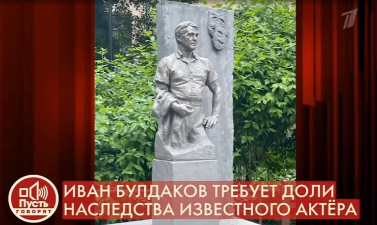 Этот вариант понравился министру Алтайского края, откуда родом актер