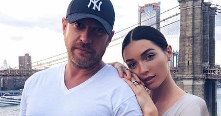 Кирилл Сафонов помогает дочери в организации свадьбы