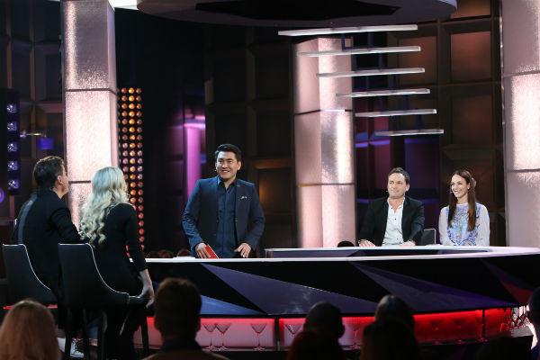 """В шоу """"Где логика?"""" влюбленные пытаются отвечать на вопросы сообша, а Азамат направляет их"""