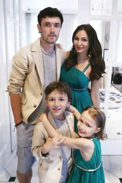 Юрий и Инна Жирковы с детьми