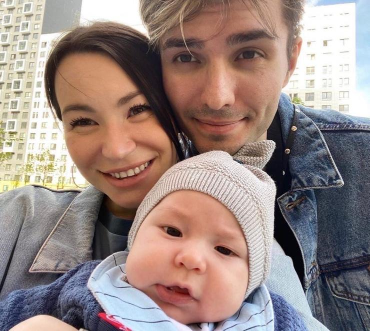 Почти год назад пара впервые стала родителями.