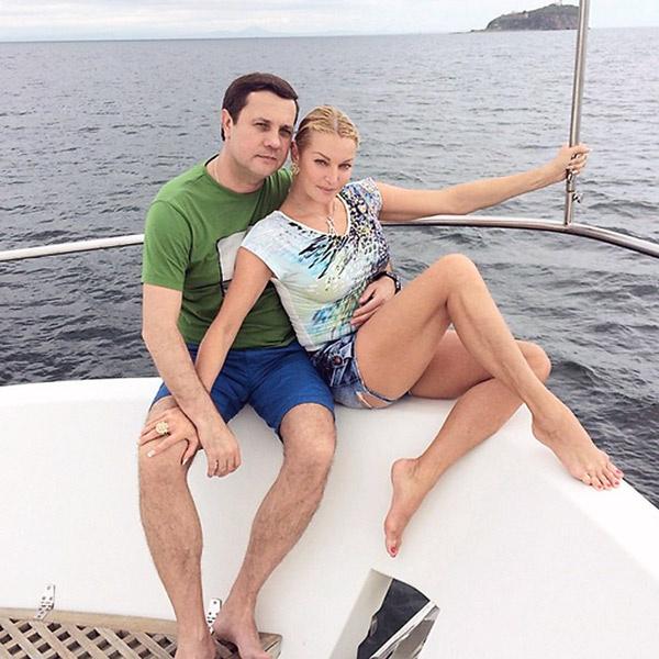 В свободное время пара наслаждалась морскими прогулками