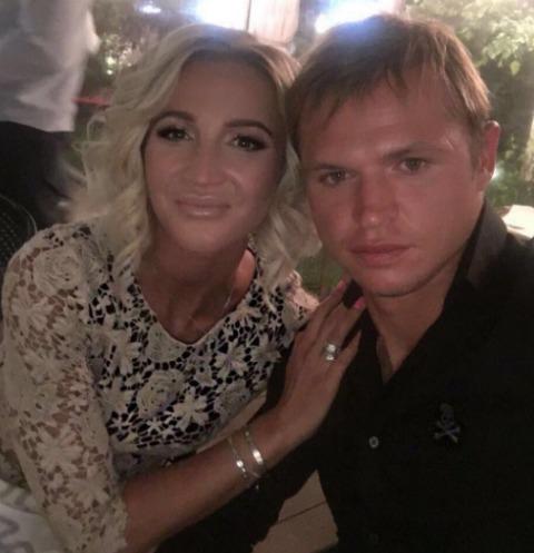 Ольга Бузова и Дмитрий Тарасов сняли обручальные кольца