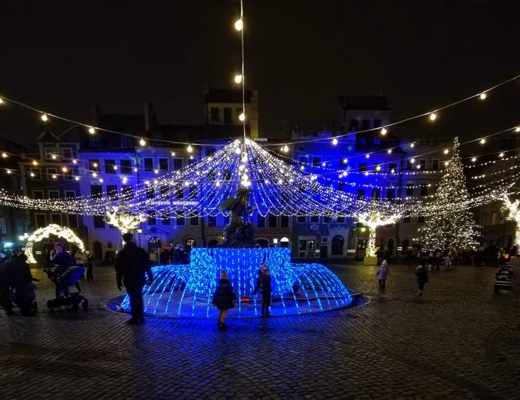 В прошлом году на этой площади в Варшаве был большой каток