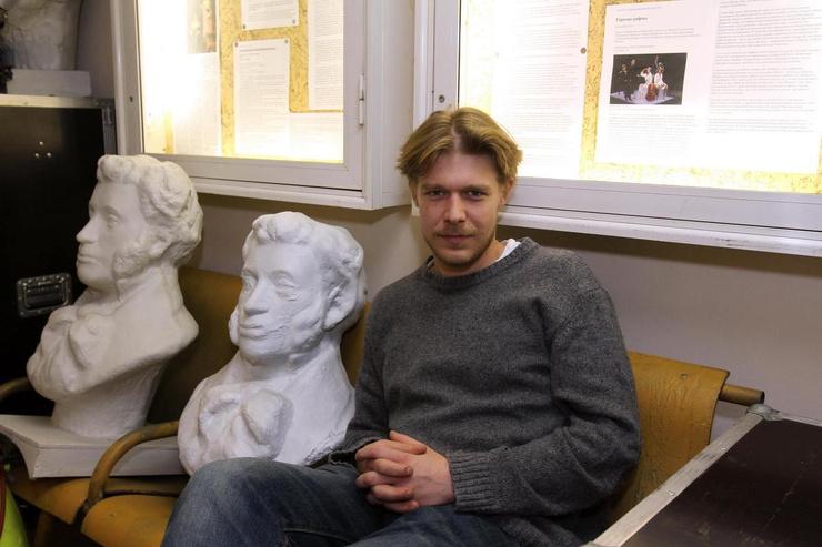 Никита Ефремов занялся сексом с Акиньшиной и показал пенис в сериале «Полет»