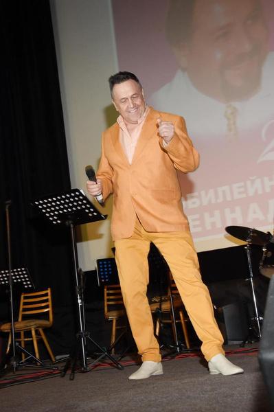 Ренат Исламович продолжает заниматься музыкой
