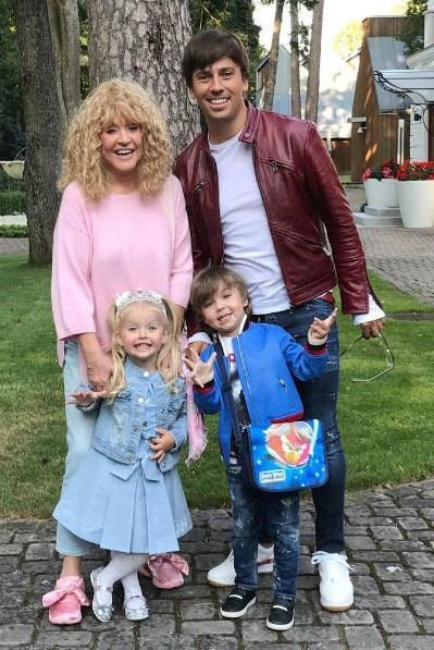 Пугачева с мужем Максимом Галкиным и детьми Лизой и Гарри