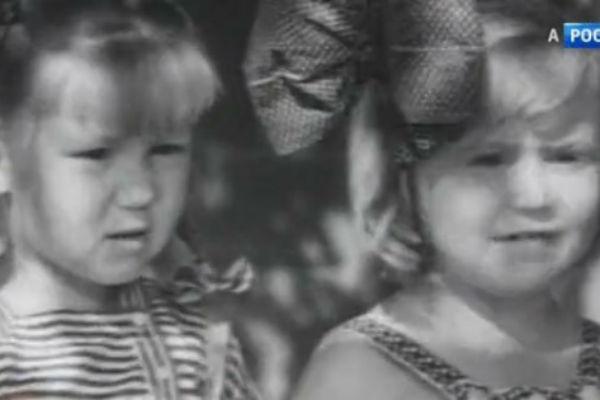 Маленькие Елена Чайковская (слева) и Светлана Немоляева