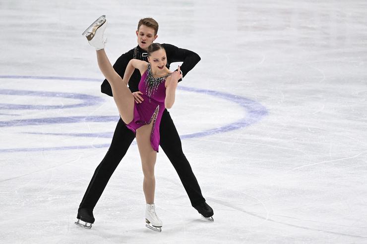 Многие делали ставки именно на пару Козловский-Бойкова, но ребята не смогли справиться с эмоциями в произвольной программе