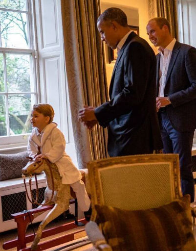 Барак Обама не смог устоять перед обаянием Джорджа и подарил ему дорогую игрушку
