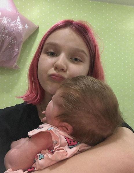 Забеременевшая в 13 лет Суднишникова о послеродовой депрессии: «Почти каждую минуту ревела»