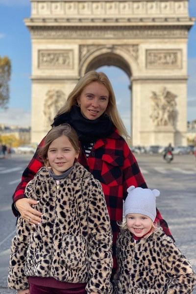 Татьяна с детьми в столице Франции