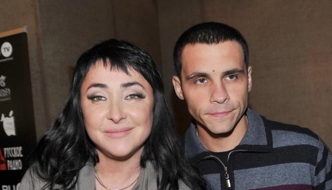 Муж Лолиты требует миллионы за откровения о браке с певицей