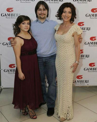 Роза Сябитова с дочерью Ксенией и сыном Денисом