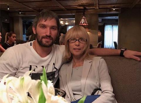 Александр Овечкин поделился архивным видео Веры Глаголевой