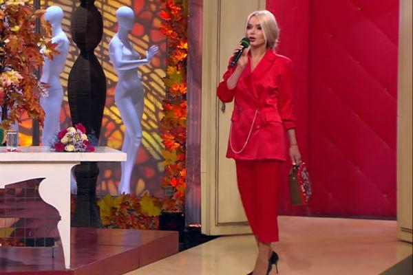 Жена олигарха пообещала, что в ее гардеробе появится больше повседневных и скромных нарядов