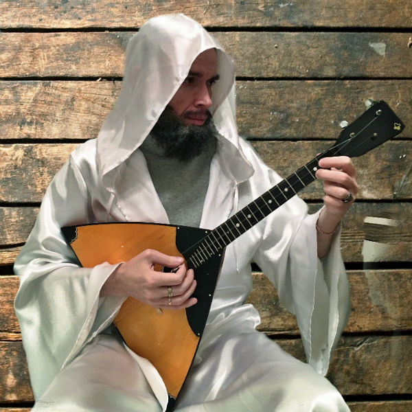 Сейчас Георгий посвятил себя музыке