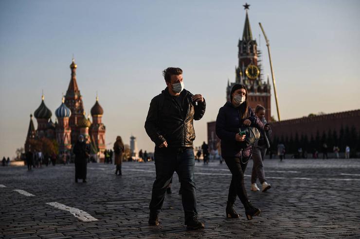 Москвичи встретят Новый год без массовых гуляний