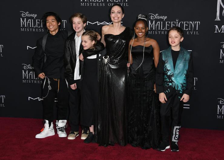Джоли защитила детей от Питта