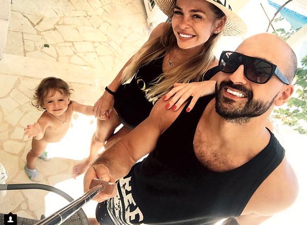 Анна с мужем Артуром и дочкой Арианной на отдыхе в Хорватии, 7 августа 2017 года