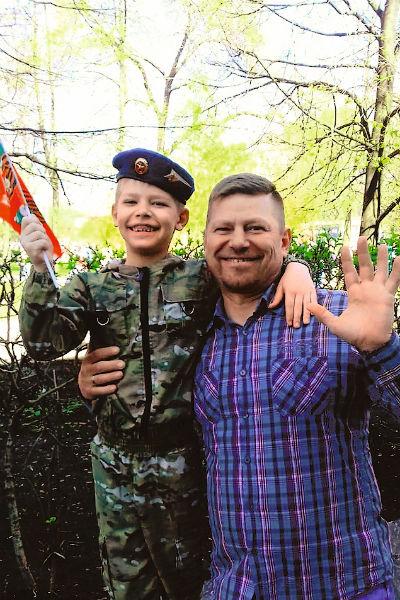 Сергей души не чает в 8-летнем сыне Арсении