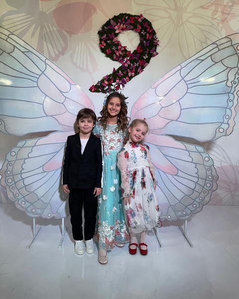 С детьми Пугачевой Гарри и Лизой