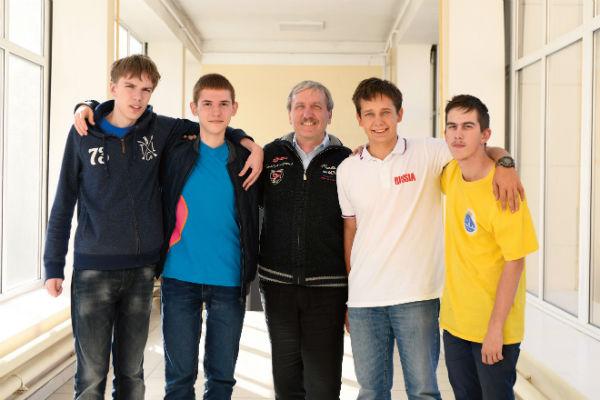 Слева направо: Илья Кочергин, Иван Утешев, Валерий Слободянин, Максим Елисеев и Александр Артемьев