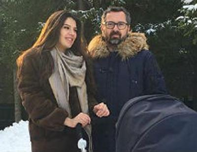 Алексей Рыжов вышел на первую прогулку с новорожденной дочерью