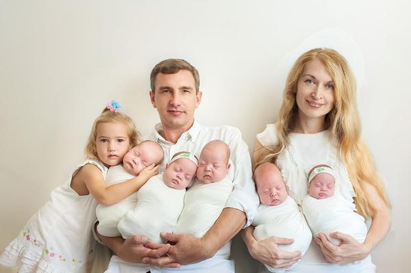Муж Оксаны бросил ее спустя полгода после рождения детей