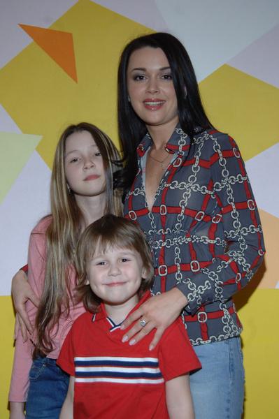 Анна Заворотнюк – отказаться от Америки и богатых поклонников, чтобы ухаживать за больной матерью