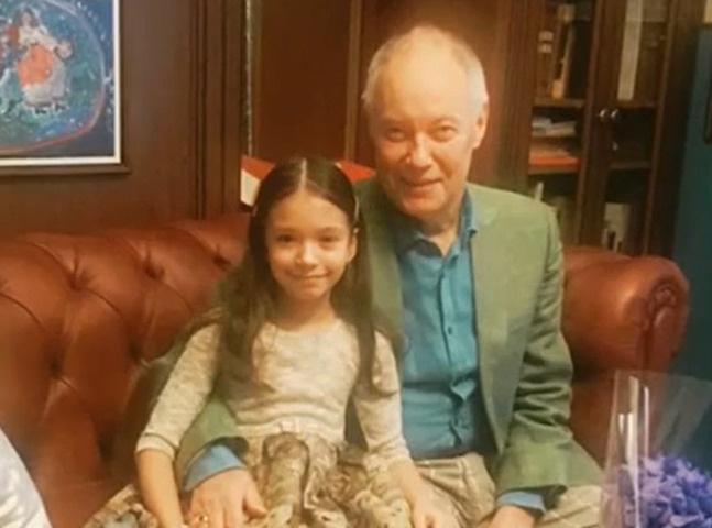 «Она сирота при живом деде»: Владимир Конкин назвал опекуна внучки