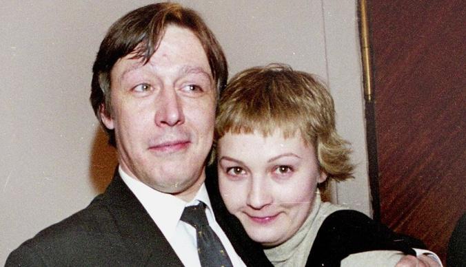 Дочь Михаила Ефремова хочет отправить мать в психиатрическую клинику