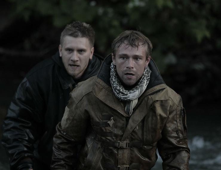 По ходу сюжета Сергей в исполнении Михаила Кремера убивает и врагов, и собственных товарищей