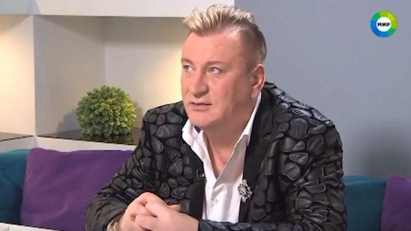 Сергей Пенкин отвечает на вопросы ведущей передачи