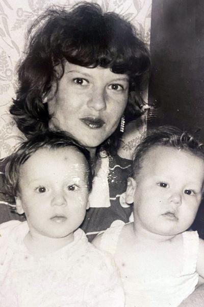 Ирина Горбачева с мамой и братом-двойняшкой Игорем