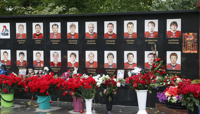 «Почему это случилось с нашей командой?»: 8 лет со дня гибели спортсменов хоккейного клуба «Локомотив»