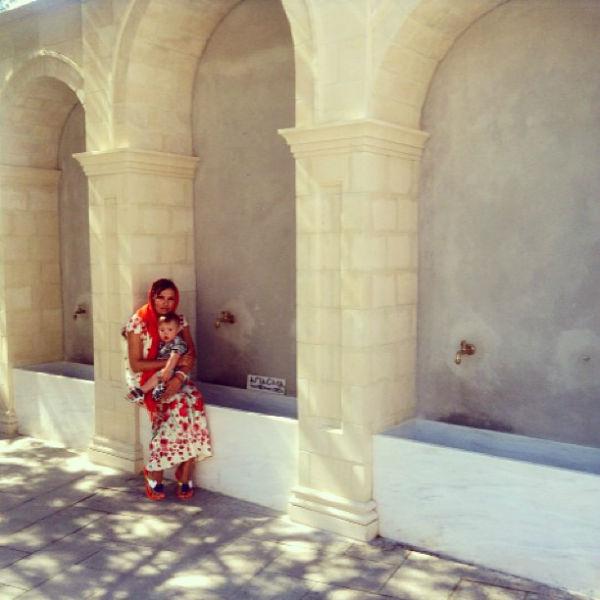 Чудотворный источник во дворе храма святых Киприана и Иустины
