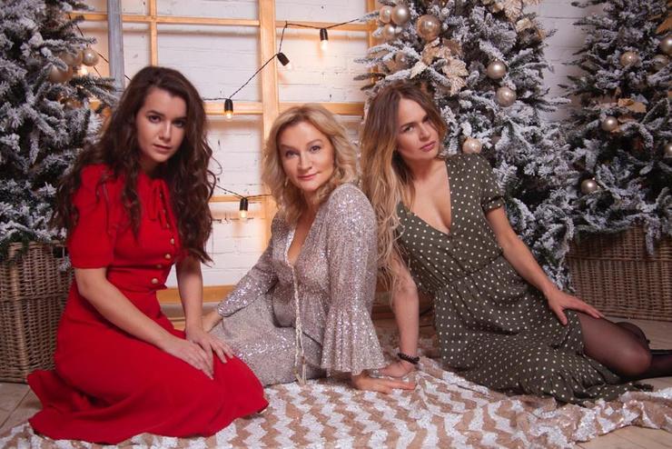 Анна вместе с дочерьми