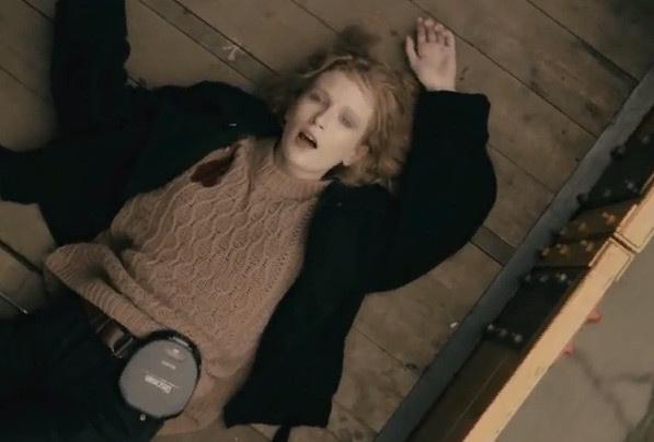 Лиза Монеточка сняла клип в духе фильма «Брат»