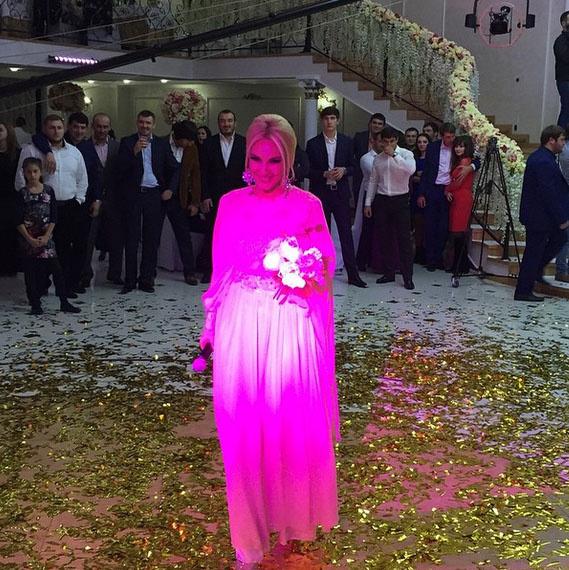 «Работаем», - подписала это фото со свадьбы в Минводах Лера Кудрявцева.