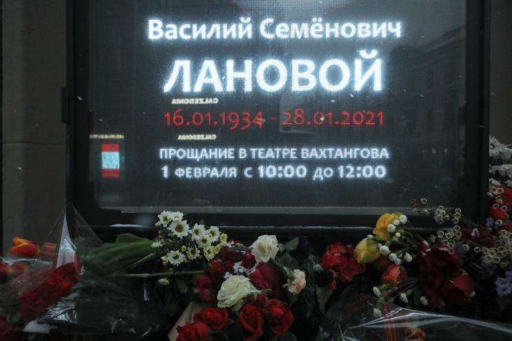 Траурная церемония проходит в театре, которому он посвятил более 60 лет