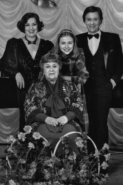 Андрей Миронов с мамой Марией Владимировной, женой Ларисой и приемной дочерью Марией