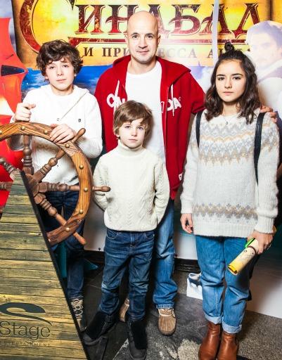 Егор Дружинин с семьей
