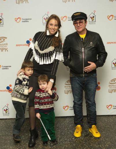 Дмитрий и Полина Дибровы с сыновьями