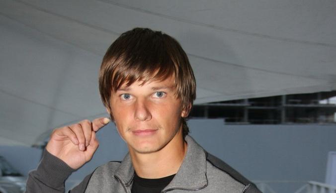 Андрея Аршавина засняли в бане с новой девушкой
