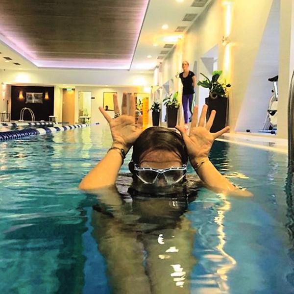 Несколько раз в неделю Собчак ходит на плавание