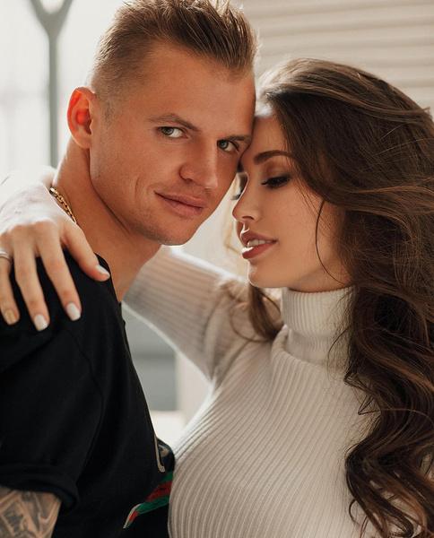 Дмитрий Тарасов и Анастасия Костенко поженились два года назад