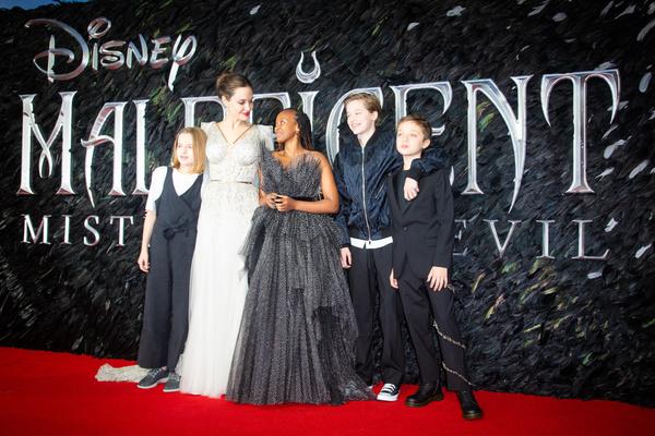 Практически на всех премьерах фильма «Малефисента: Владычица тьмы» Анджелина появлялась с детьми